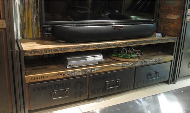 古材を使ったテレビボード