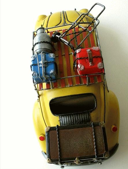 ブリキのおもちゃのレトロカー