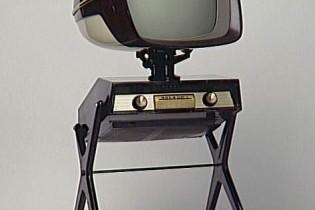 ロボットのようなテレビ